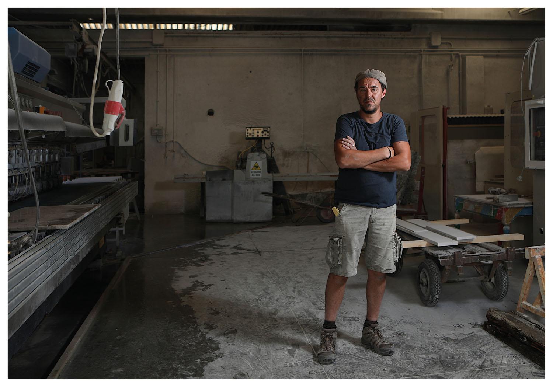 Portrait of Edi Carrer, sculptor, photo Massimo Goina
